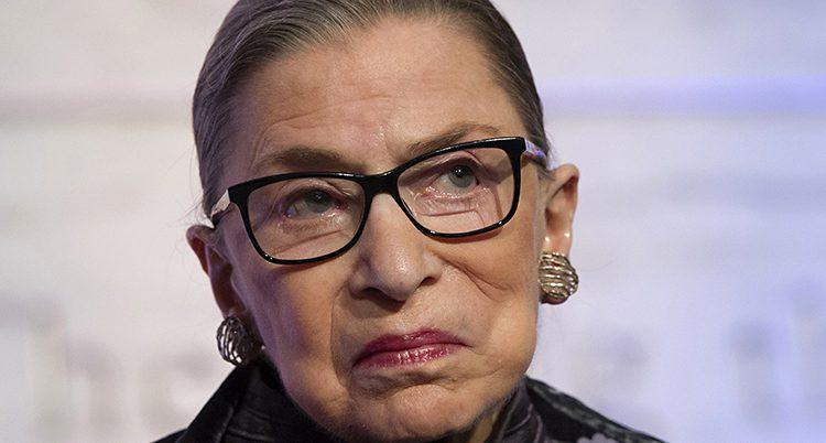 En ansiktsbild på Ruth Bader Ginsburg.