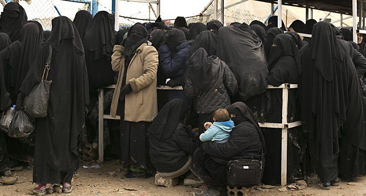 Kvinnor och barn i ett läger i Syrien