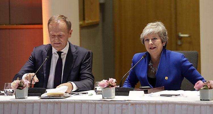 Theresa May på möte med EU-ledare.