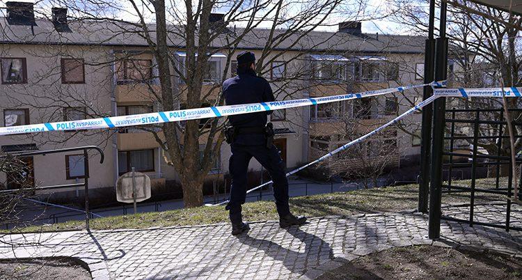 En polis i Sätra i Stockholm