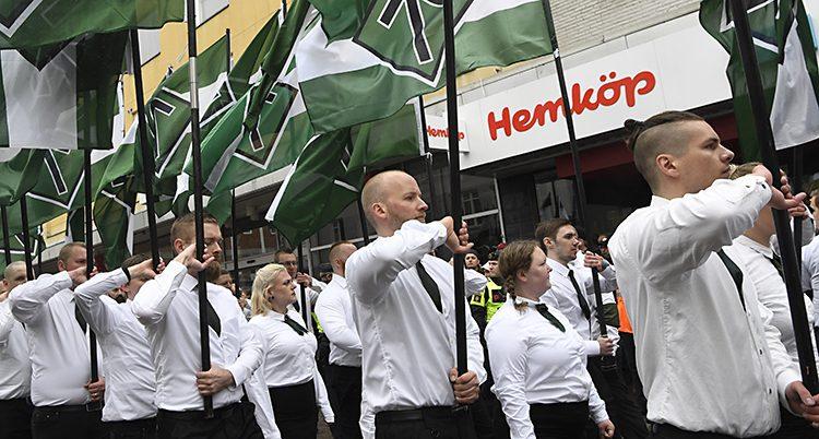 Nazister demonstrerar.