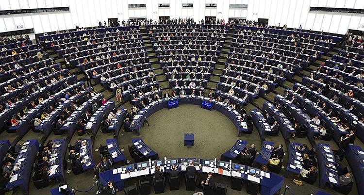 Politiker är samlade i Europaparlamentet
