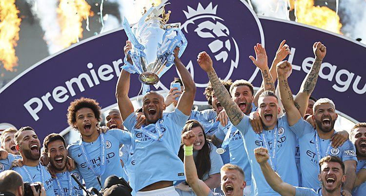 Citys spelare firar segern i ligan.
