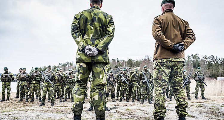 En grupp soldater