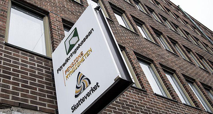 Försäkringskassan och skatteverkets gemensamma skylt på en husvägg.