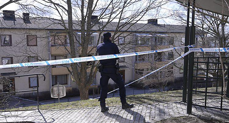 Poliser på plats efter en skjutning
