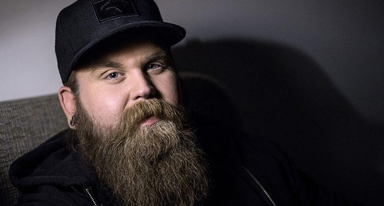 Chris Kläfford i svart keps och långt brunrött skägg.