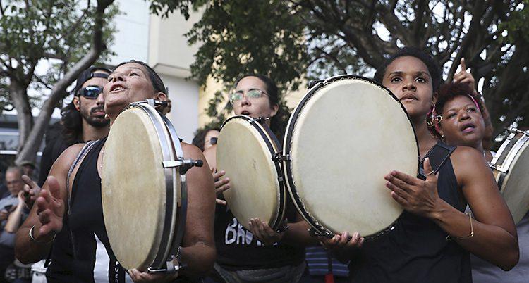 Kvinnor med trummor