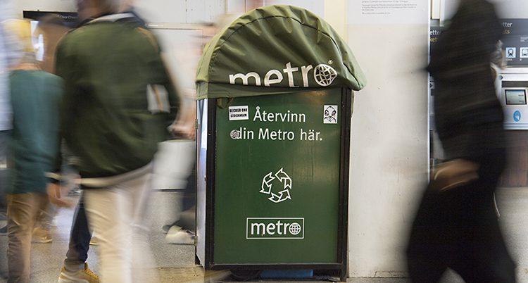 En återvinningsstation för tidningen Metro i tunnelbanan.