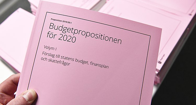 Ett rosa häfte med texten Budgetproposition för 2020