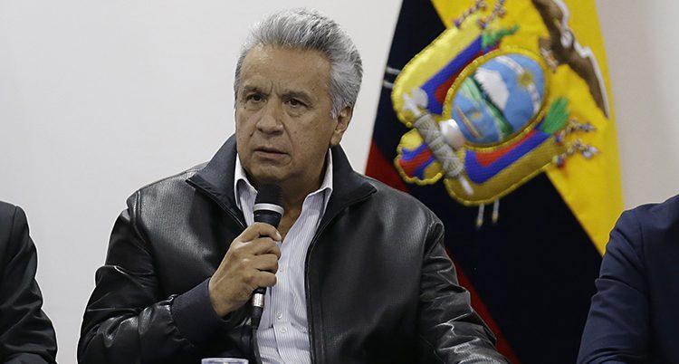 Ecuadors ledare Lenín Moreno. Framför sig har han en mikrofon.