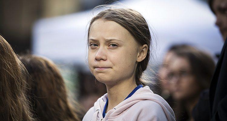 Greta Thunberg ser bestämd ut.