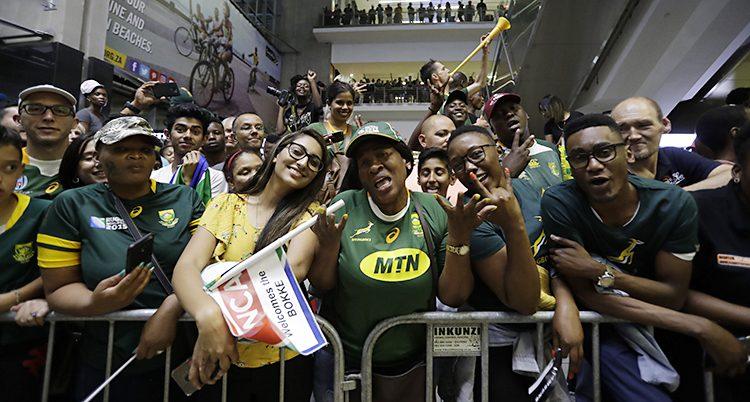 Sydafrikaner firar att landets lag i rugby har vunnit guld i VM.