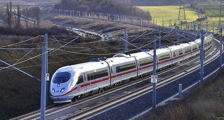 Bild på ett snabbt tåg i Tyskland.