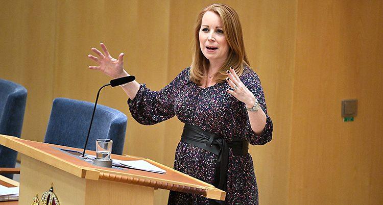 Annie Lööf talar i riksdagen