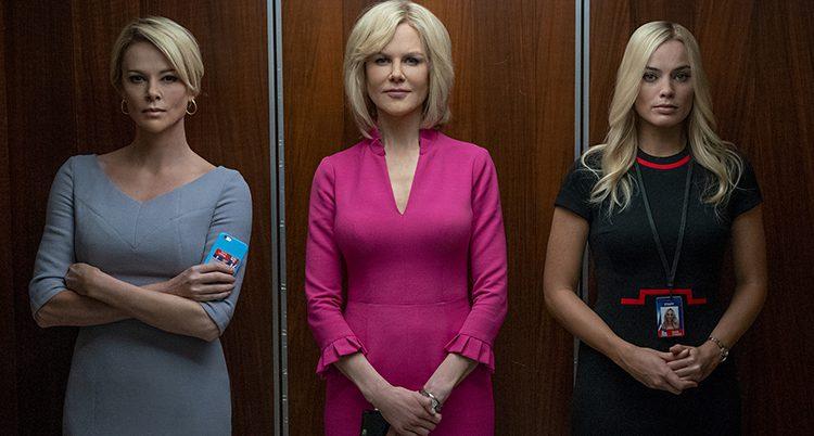 Tre kvinnor bredvid varandra i en hiss.