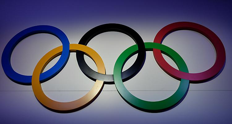 Bilden visar fem ringar. Alla har varsin färg. Blå, gul, svart, grön och röd.