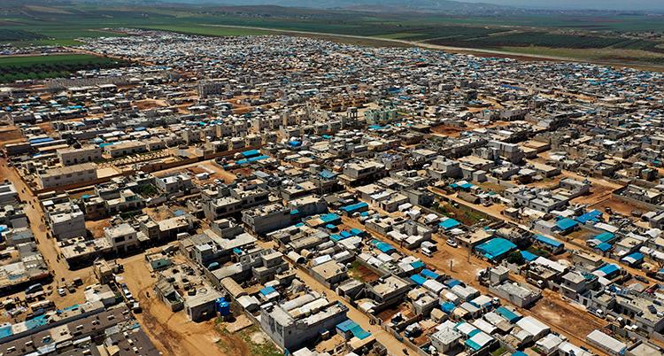 ett stort läger för flyktingar fotat ovanifrån.
