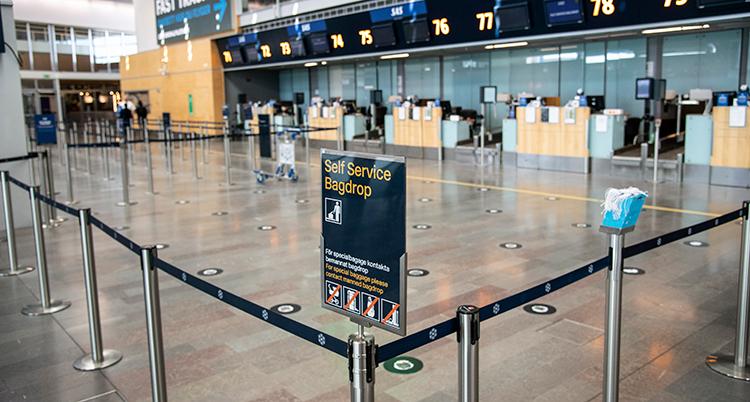 Flera tomma bagageincheckningar på Arlanda. Ingen köar där längre.
