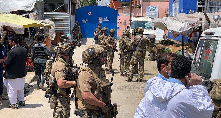 militärer på en gata i Kabul.