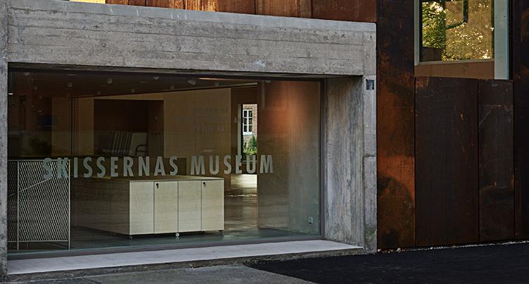 en bild på Skissernas museum i Lunds fasad.