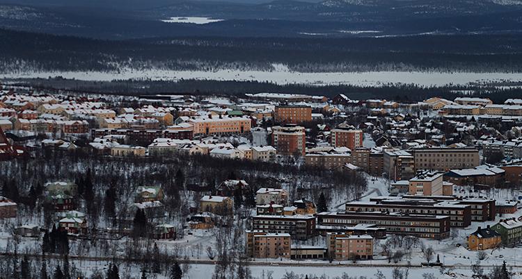Bilden är tagen från luften. Vi ser hus i Kiruna.