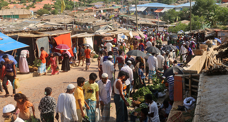 Flyktingar handlar grönsaker i Bangladesh.