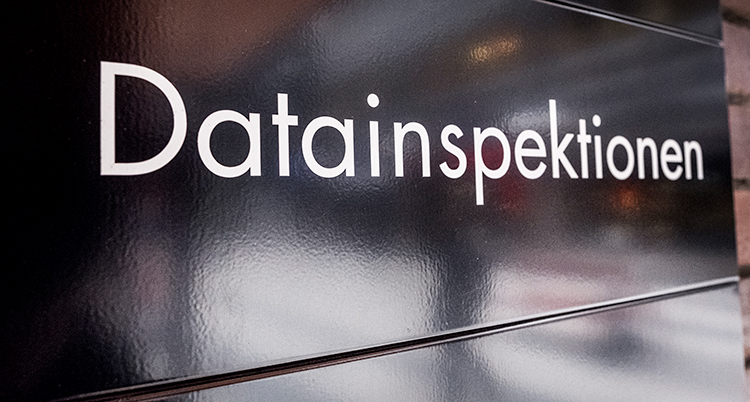 Datainspektionens logga. Vit text mot svart botten.