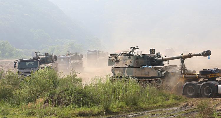 Sydkorea flyttar fordon som används vid krig.