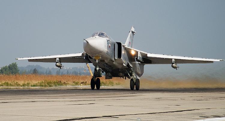 Ett ryskt stridsflygplan i Syrien lyfter.