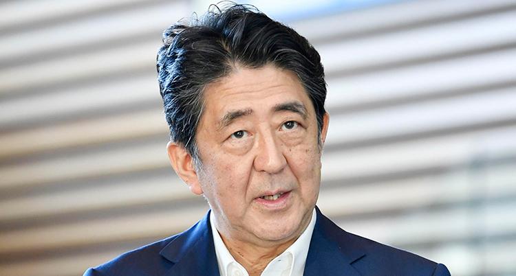 En porträtt på Abe. Han ser trött ut.