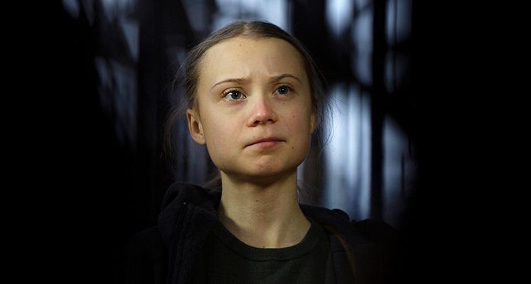 Greta Thunberg med mörk tröja.
