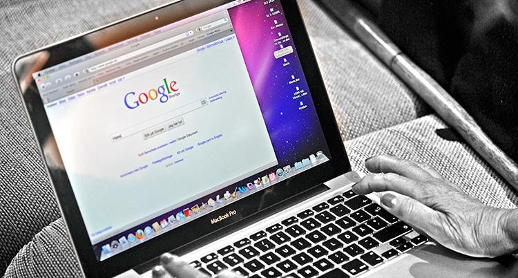 En dator som visar Googles söksida.