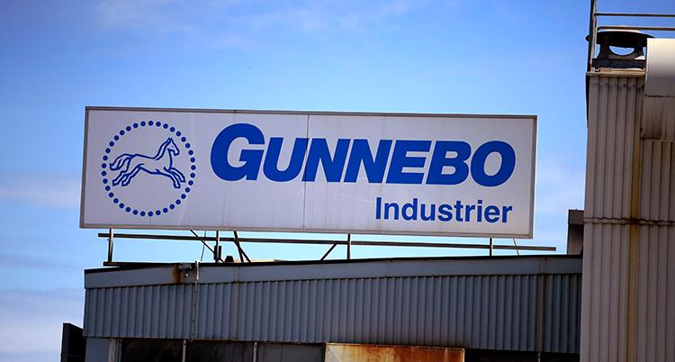 En bild på en skylt där det står Gunnebo industrier. Bredvid är en teckning av en häst.