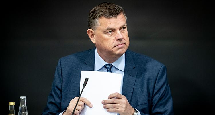 Mogens Jensen trÊkker sig som minister, ≈bent samrÂd om hÂndtering af coronasmitte blandt mink og minkbranchens fremtid