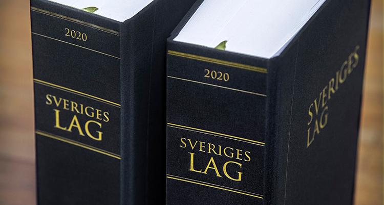 två lagböcker