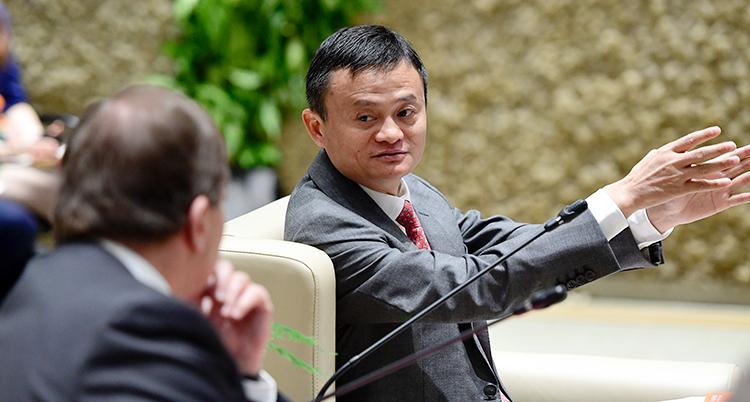 Jack Ma pratar med Stefan Löfven.