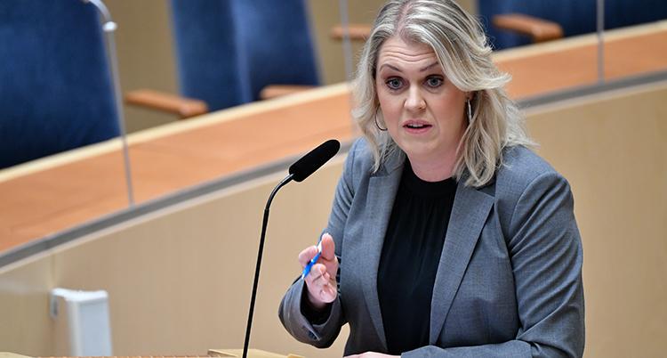 Lena Hallengren i riksdagen.