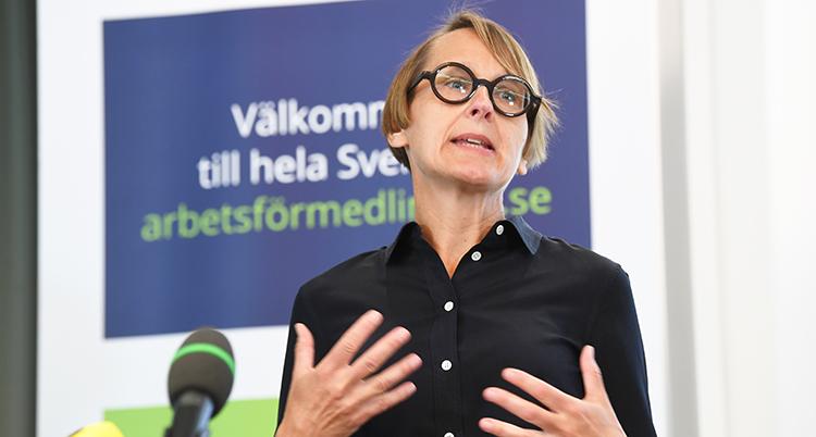 Annika Sunden pratar.