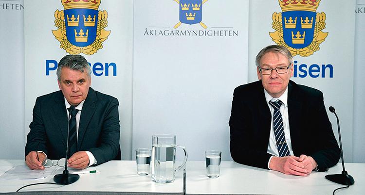 På bilden syns Palmeutredningens spaningsledaren Hans Melander och chefsåklagare Krister Petersson.