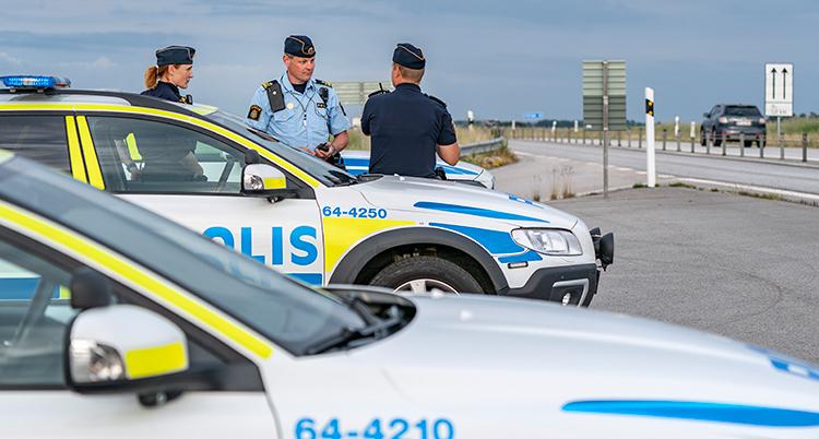 Poliser vid E65.