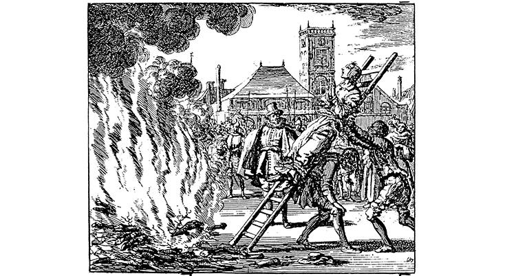 En tecknad bild i svartvitt. En kvinna är bunden på en stege och den fälls mot ett brinnande bål på ett torg.