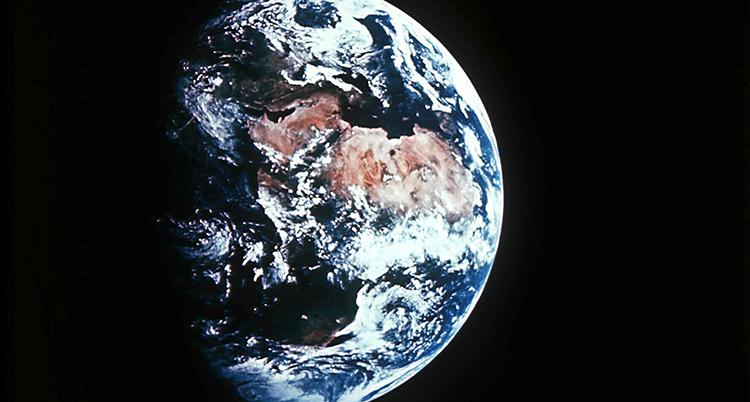 En bild på jorden som är tagen från en satellit ute i rymden.
