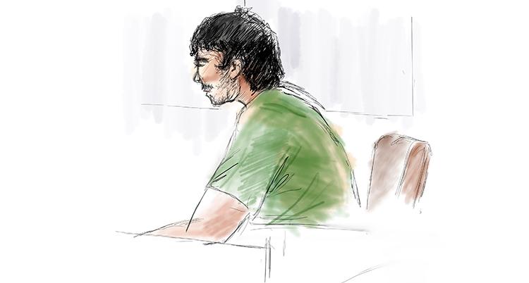 En teckning på mannen i rätten. Han sitter i profil med mörkt hår och grön tröja.