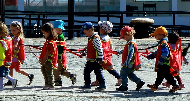 Bild på barn på förskola.