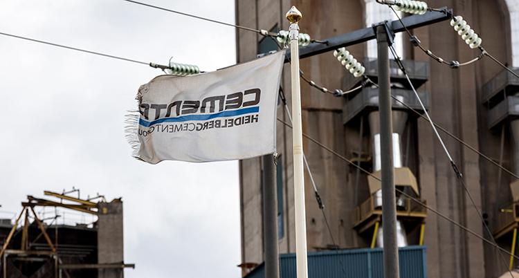 Företaget Cementas flagga.