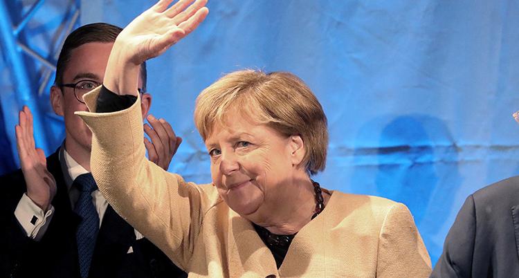 Merkel vinkar