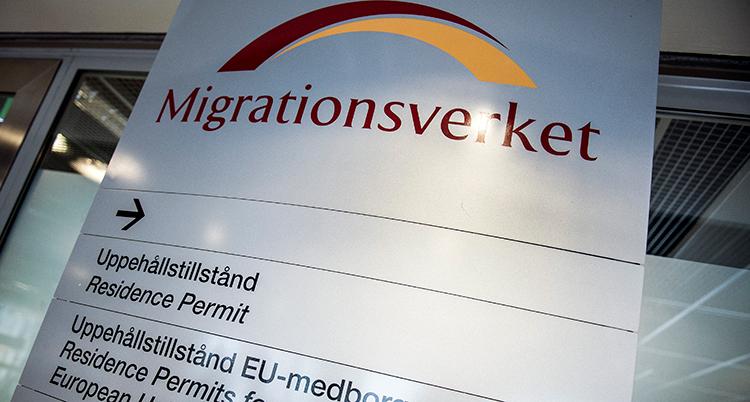 En skylt där det står Migrationsverket.