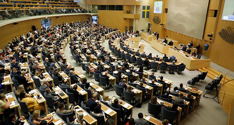 Alla politiker i riksdagen sitter i den stora salen.