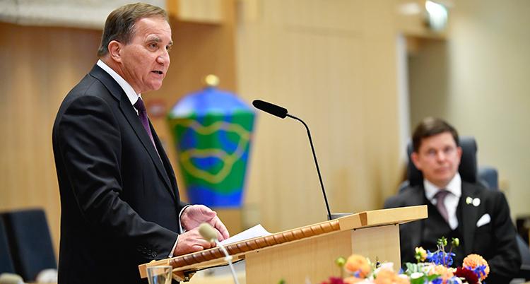 Stefan Löfven i riksdagens talarstol.